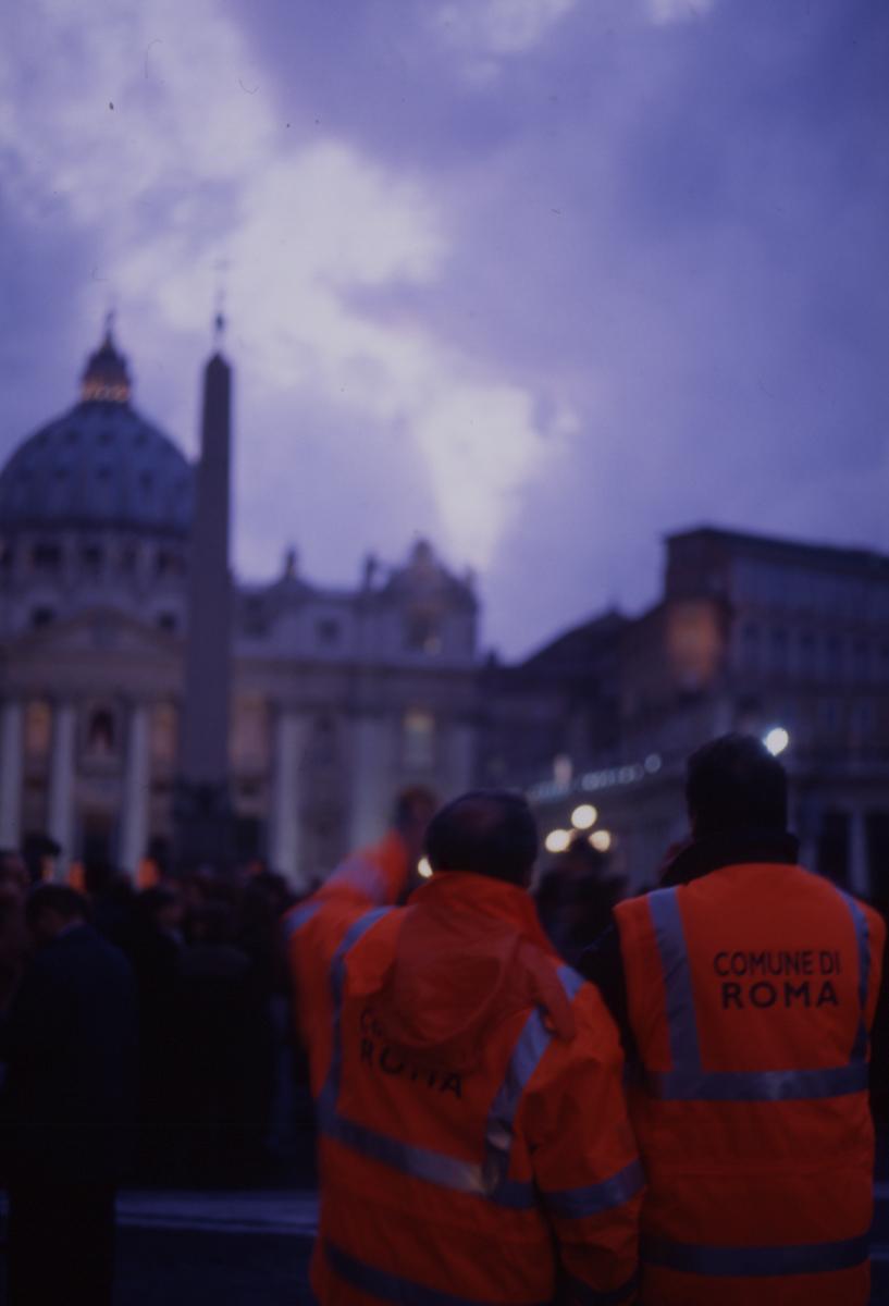Le Pape est mort, Pza San Pietro