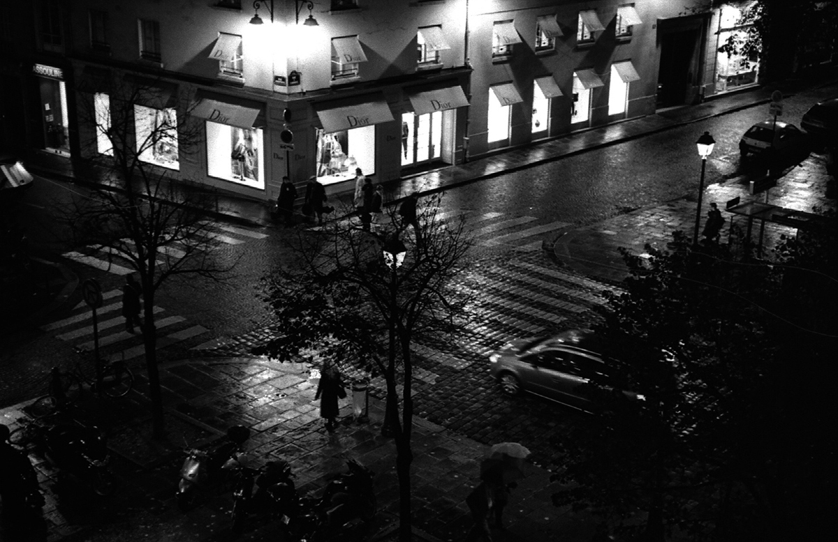 La nuit, place Saint Germain-des-prés Place Saint-Germain-des-Prés Paris